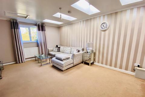 2 bedroom apartment - Lower Denmark Road, Ashford