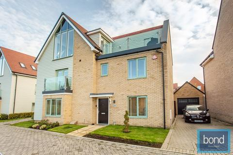 5 bedroom detached house for sale - Fairway Drive, Channels, Chelmsford, CM3