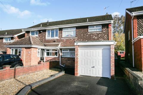 3 bedroom semi-detached house - Debenham Crescent, Stoke-On-Trent, Staffs