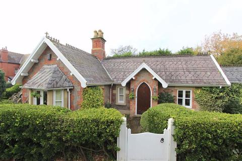 4 bedroom detached bungalow for sale - Church Road, Lytham St Annes, Lancashire