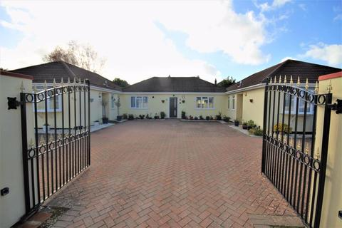 2 bedroom bungalow for sale - Irving Lane, Southbourne, Bournemouth