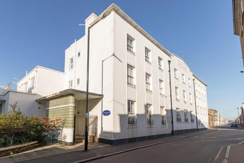 1 bedroom flat - High Street, Deal