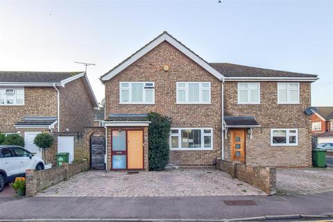 4 bedroom semi-detached house - Ashbourne Road, Broxbourne