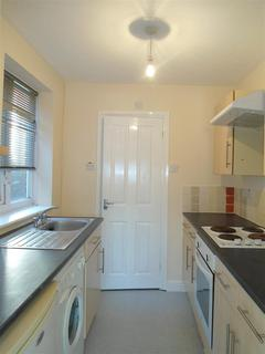 Studio to rent - High Street, strood