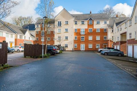 2 bedroom flat for sale - Clarendon Gardens, Bromley Cross, Bolton