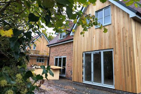 4 bedroom detached house - Leah Gardens, Redmarley, Gloucestershire