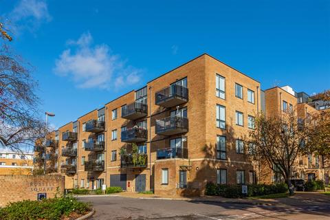 2 bedroom apartment for sale - Russells Crescent, Horley