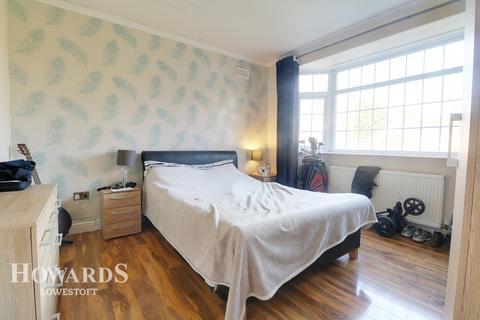 3 bedroom detached bungalow for sale - Waveney Crescent, Lowestoft