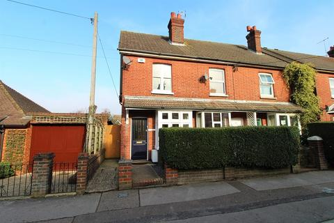 2 bedroom end of terrace house for sale - Spencers Road, Crawley, West Sussex. RH11 7DE