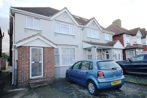 3 bedroom semi-detached house for sale - The Crossways, Heston TW5