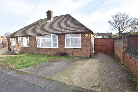 2 bedroom bungalow for sale - Canberra Gardens, Luton