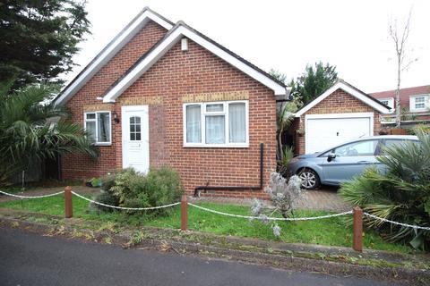 4 bedroom detached bungalow to rent - Bisley Close, Worcester Park KT4