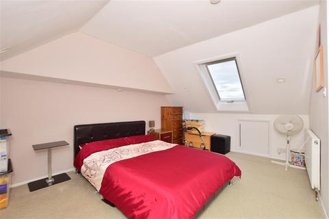 4 bedroom terraced house for sale - Sturdee Avenue, Gillingham, Kent