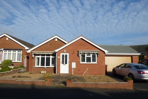2 bedroom detached bungalow for sale - Pebblemill Close, Cannock, WS11 6UU