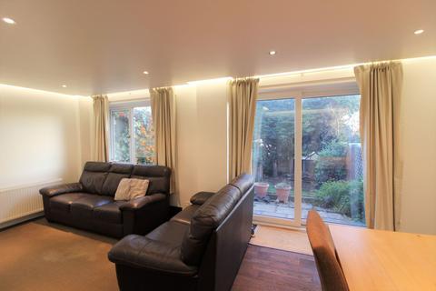 3 bedroom terraced house for sale - Trewenna Drive, Potters Bar, EN6 5JW