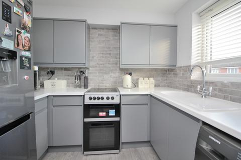 2 bedroom apartment for sale - Rembrandt Grove, Chelmsford, Essex, CM1