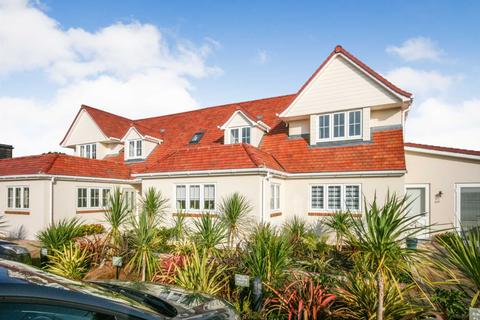 2 bedroom apartment - Seal Road, Selsey