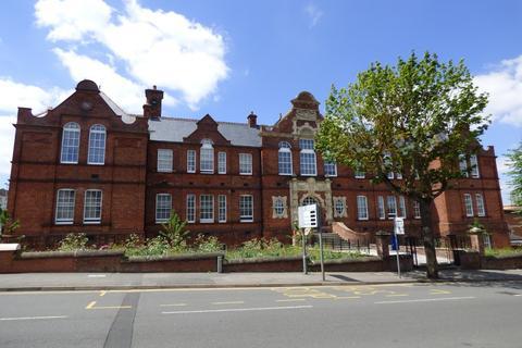 Studio to rent - Victoria Road, Swindon