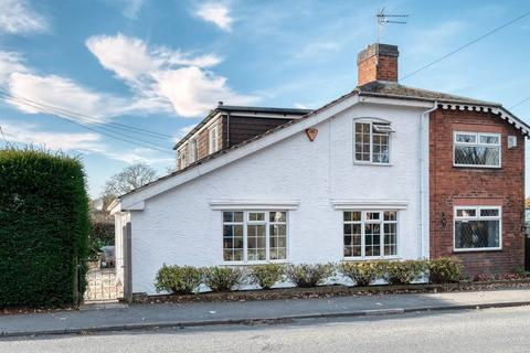 2 bedroom cottage for sale - Alcester Road, Wythall, Birmingham, B47 6JR