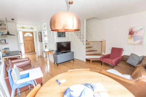 2 bedroom apartment for sale - Wrights Road, Bow, E3