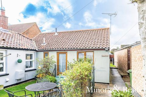 2 bedroom semi-detached bungalow for sale - Trinity Close, Dereham