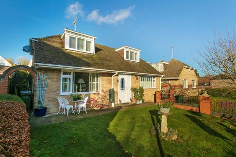3 bedroom detached bungalow for sale - New Road, Elham, Canterbury, CT4