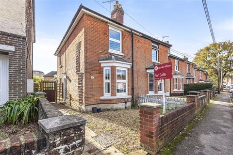 3 bedroom semi-detached house for sale - Mead Road, Chandlers Ford, Hampshire