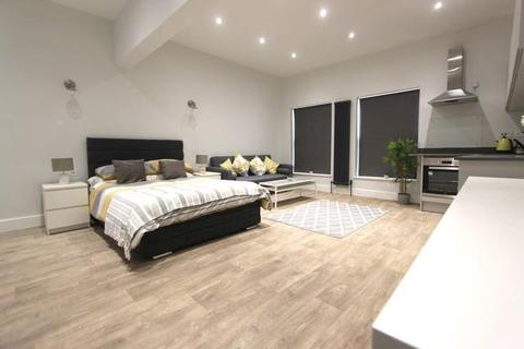 Studio to rent - Alma Street, Luton