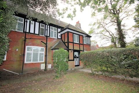 4 bedroom apartment - Gervis Road, Bournemouth, BH1