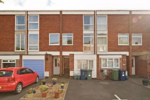 2 bedroom flat to rent - Harefields