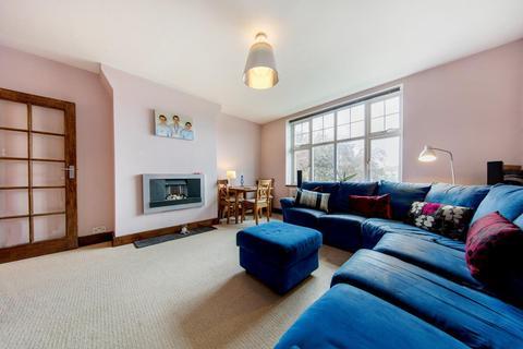 2 bedroom flat - Kings Avenue, SW4