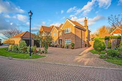 4 bedroom detached house for sale - Heathside Place, Epsom