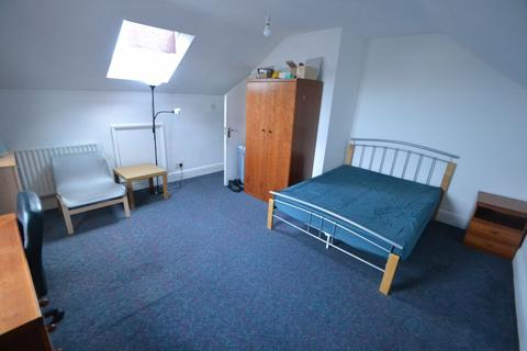 4 bedroom house to rent - Highfield Road NG7 - UON - QMC