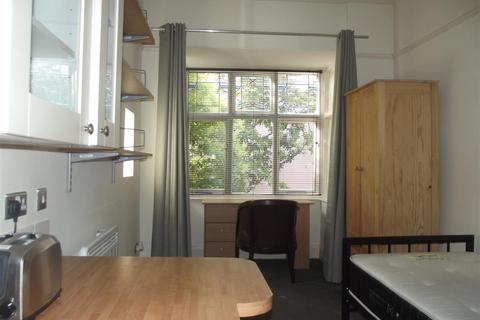 Studio to rent - Montpelier Road, Brighton