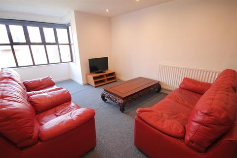 3 bedroom apartment - Waterloo Street, City Centre