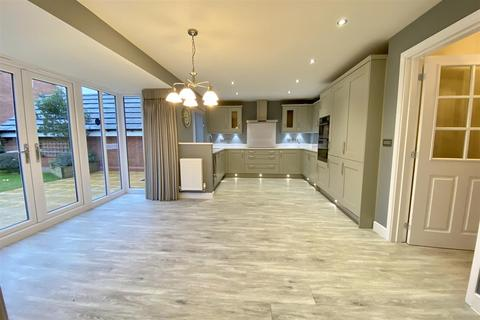 4 bedroom detached house for sale - The Show Home for DWH on Arundel Drive, Grantham