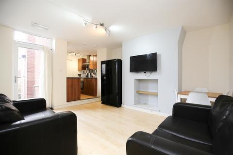 3 bedroom flat - Bolingbroke Street, Heaton, NE6