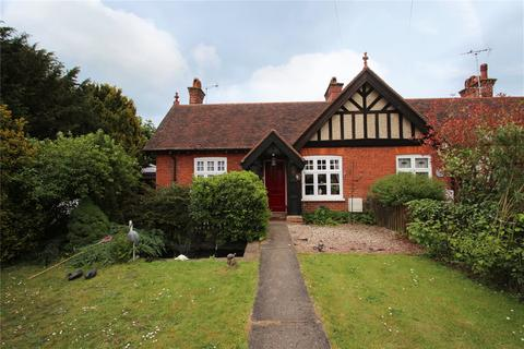 2 bedroom bungalow to rent - Burrows Road, Earls Colne, Colchester, CO6