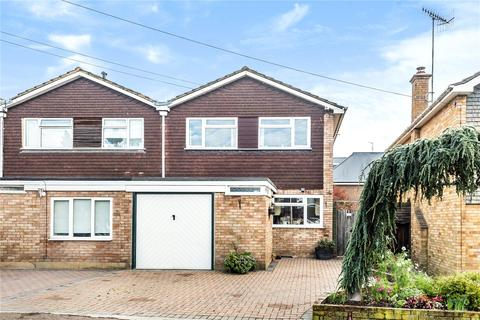 4 bedroom end of terrace house for sale - Grove Hall Road, Bushey, Hertfordshire, WD23