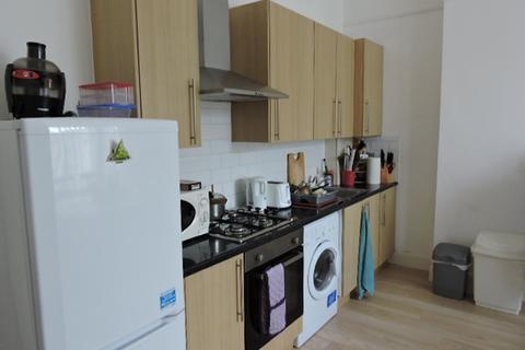 2 bedroom flat to rent - Beaconsfield road , Friern barnet N11