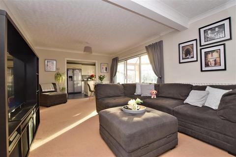 4 bedroom detached house - Hatchgate, Horley, Surrey