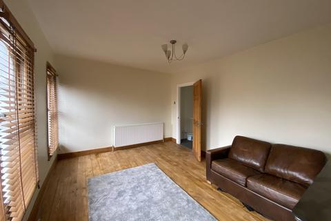 2 bedroom flat - High Road Leyton, London, E15