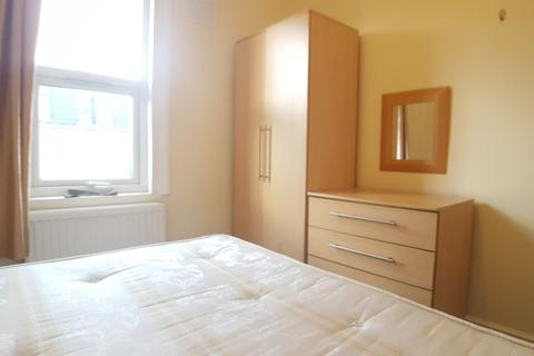 4 bedroom apartment to rent - Uxbridge W12