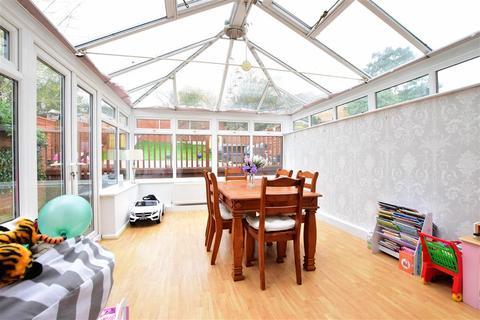 2 bedroom end of terrace house - Larking Drive, Allington, Maidstone, Kent