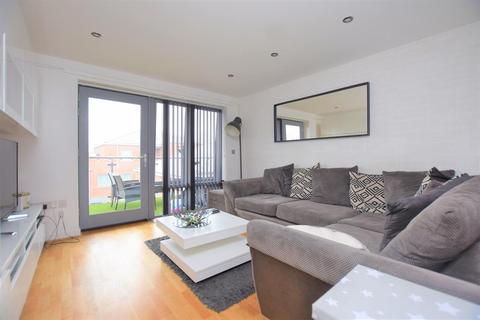 1 bedroom flat for sale - Serpentine Close, Chadwell Heath, RM6