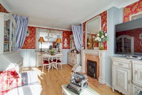 3 bedroom maisonette for sale - Durning Road, London