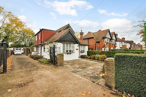 4 bedroom detached bungalow for sale - Village Way, Ashford, TW15