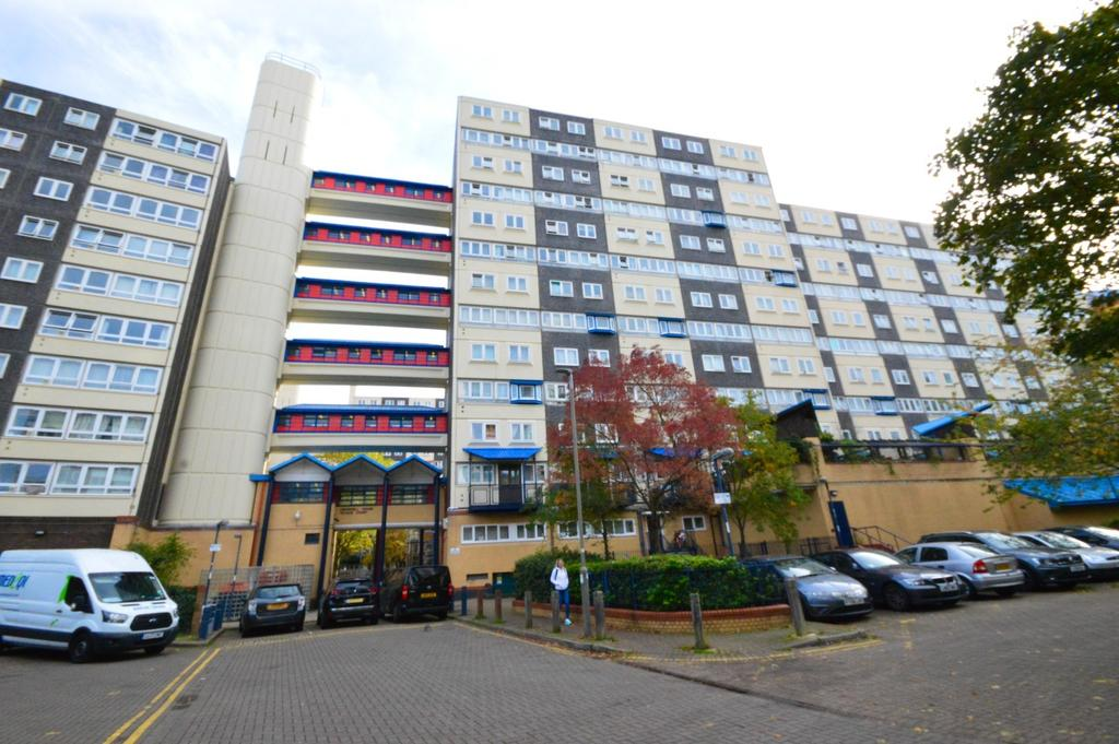 For sale 3 bedroom flat within walking distance t