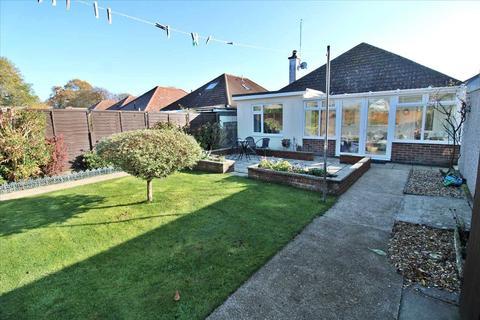 2 bedroom detached bungalow for sale - GREAT LOCATION - LEVEL WALKING DISTANCE TO SHOPS, SPORTS CENTRE (with swimming pool), ACTIVE COMMUNITY CENTRE, LIBARY...