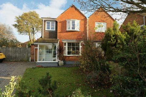 3 bedroom semi-detached house for sale - Madams Hill Road, Shirley